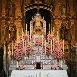 Altar mayor con la imagen de Nuestra Señora de Setefilla en Novena