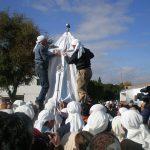 Destapando la imagen de Nuestra Señora de Setefilla en el poblado de Setefilla