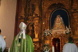 Celebración de la eucaristía en la visita del cardenal Monseñor Amigo Vallejo