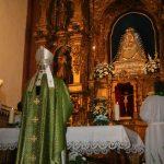 Instantánea durante una eucaristía en una visita del Cardenal Monseñor Amigo-Vallejo