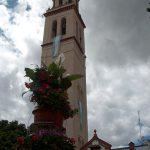 Torre de Lora del Río engalonada para la venida