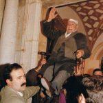 El Viejo en la manifestación de petición para la venida de Nuestra Señora de Setefilla. D. Rafael Santos Jiménez en el año 1993