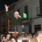 El Viejo en la manifestación de petición para la venida de Nuestra Señora de Setefilla. D. Ildefonso Sanz Naranjo en el año 2008